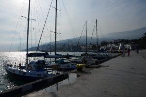 Яхты в порту Ялты